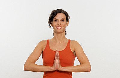 Frau beim Meditieren - p2200576 von Kai Jabs