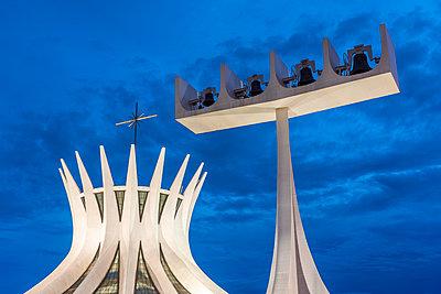 Brasilia Cathedral exterior, Brasilia, Brazil - p343m2028915 by Vitor Marigo