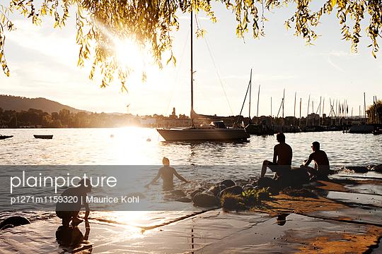 Abend am See - p1271m1159320 von Maurice Kohl