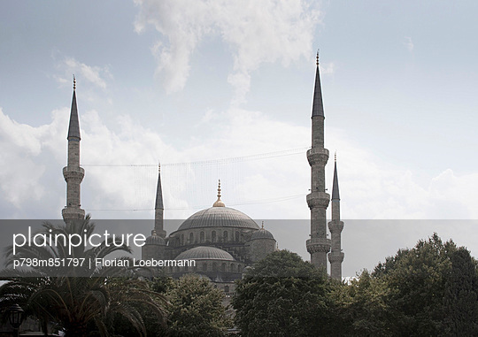 Blaue Moschee - p798m851797 von Florian Loebermann