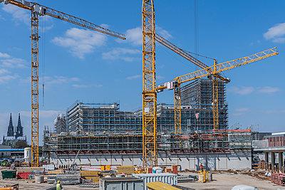 Major building site - p401m2179197 by Frank Baquet
