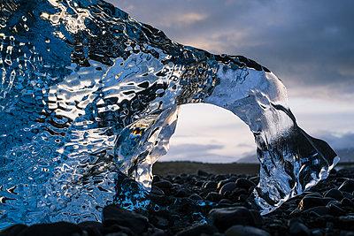Diamantstrand an der Gletscherlagune Jökulsarlon - p1600m2168258 von Ole Spata