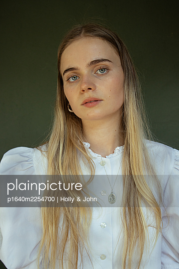Young woman with long blond hair - p1640m2254700 by Holly & John