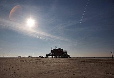 Strandhaus auf Stelzen - p1198m1492588 von Guenther Schwering