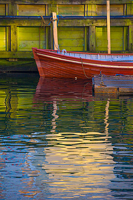Canoe docked in canal - p555m1418720 by Chris Clor