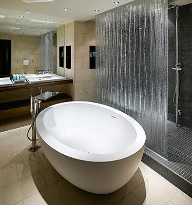 Bathroom in the Hilton Hotel, Liverpool, Merseyside. - p855m664564 by Daniel Hopkinson