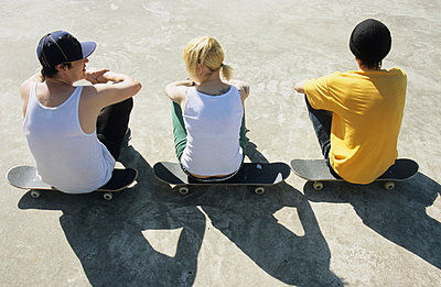 Skateboarding pause - p0451151 by Jasmin Sander