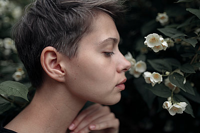 Profile of Caucasian woman smelling flowers - p555m1504279 by Vyacheslav Chistyakov