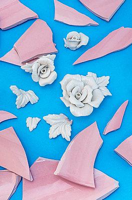 Broken vase - p971m2269897 by Reilika Landen
