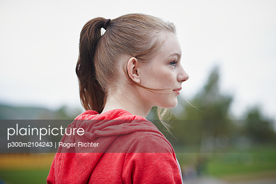 Profile of teenage girl with pigtail - p300m2104243 by Roger Richter