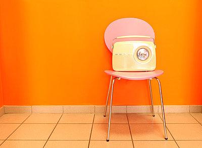 Retroradio - p045m813662 von Jasmin Sander