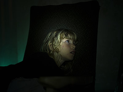 Blonde girl at twilight - p945m1161613 by aurelia frey