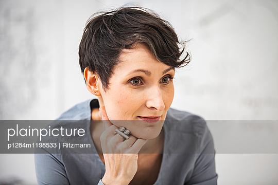 Portrait Architektin - p1284m1198533 von Ritzmann