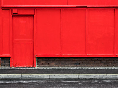 empty shop  - p1280m1203186 by Dave Wall