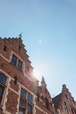 Belgium, Flanders, Bruges, typical historic medival town house - p300m1568063 von Gaby Wojciech