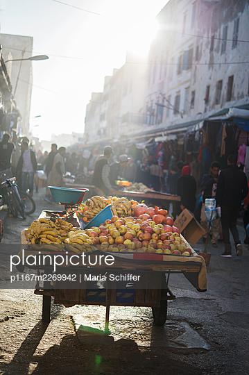 Morocco, Essaouira, Weekly market - p1167m2269942 by Maria Schiffer