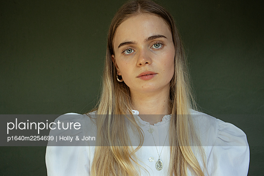 Young woman with long blond hair - p1640m2254699 by Holly & John