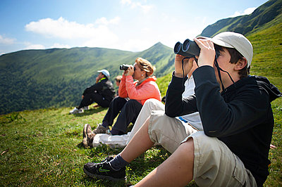 Observing nature - p1007m856377 by Tilby Vattard