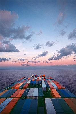Containerschiff unterwegs - p1099m1516012 von Sabine Vielmo