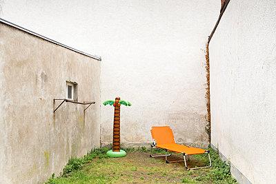 Backyard - p1625m2193130 von Dr. med.