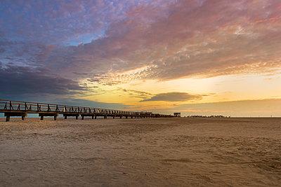 Germany, Sankt Peter Ording, sunset on the beach - p300m2104305 by Markus Kapferer