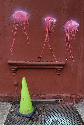 Qualle gezeichnet Kunst auf die Waende in Brooklyn - p627m1035683 von Amelie Losier