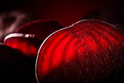 Beetroot close-up - p851m1148652 by Lohfink