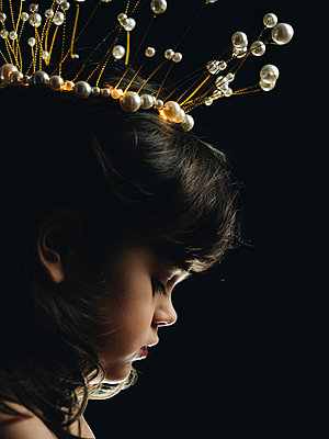 Portrait of little girl with crown - p1522m2143140 by Almag