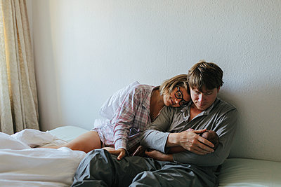 Family in bed - p312m2119163 by Johner
