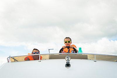 Kleine Bootsführer - p815m1503498 von Erdmenger