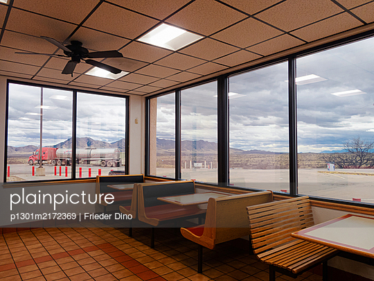 Deserted diner, New Mexico, USA - p1301m2172369 by Delia Baum