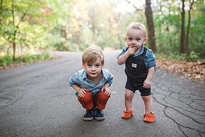 Großer Bruder, kleiner Bruder - p1361m1503755 von Suzanne Gipson