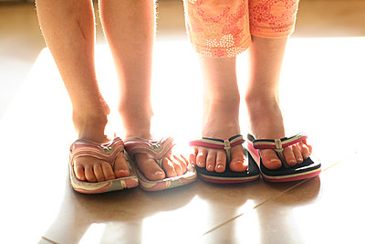 Sisters in sandals - p1614m2206447 by James Godman