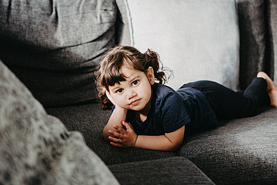 Girl lying on sofa - p312m2208237 by Madeleine Wejlerud