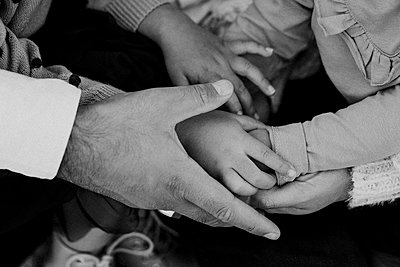 Close-up of fathers and childs hands - p312m2249542 by Anna Johnsson