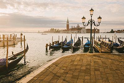 Gondolas in Grand Canal, San Giorgio Maggiore Island in background, Venice, Italy - p429m1224370 by Yevgen Timashov