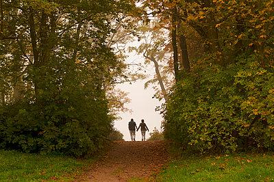 Herbstspaziergang - p470m1502264 von Ingrid Michel