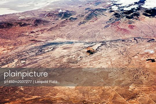 Militäranlage Berge Luftaufnahme - p1492m2037277 von Leopold Fiala