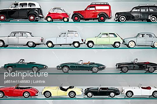 Sammlung Spielzeugautos - p851m1148583 von Lohfink