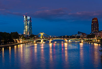 Germany, Frankfurt, River Main with European Central Bank, ECB Tower in the evening - p300m1069083f by Martin Moxter