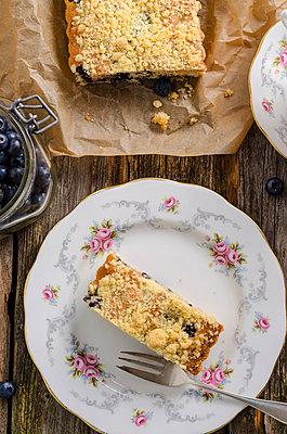 Blueberry crumble cake - p300m965322f by Doris.H