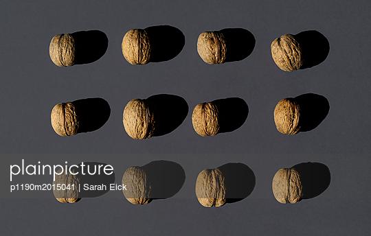 Walnüsse Stillleben - p1190m2015041 von Sarah Eick