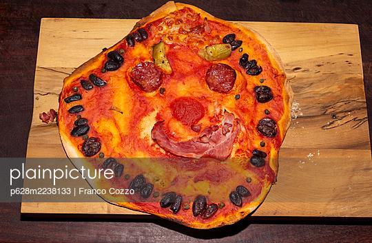 Happy face pizza - p628m2238133 by Franco Cozzo