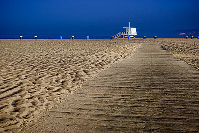 Path on Beach - p555m1453764 by Spaces Images
