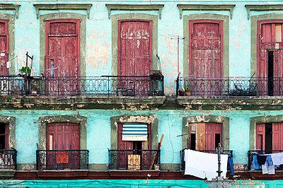 Facade in Havanna - p7150093 by Marina Biederbick