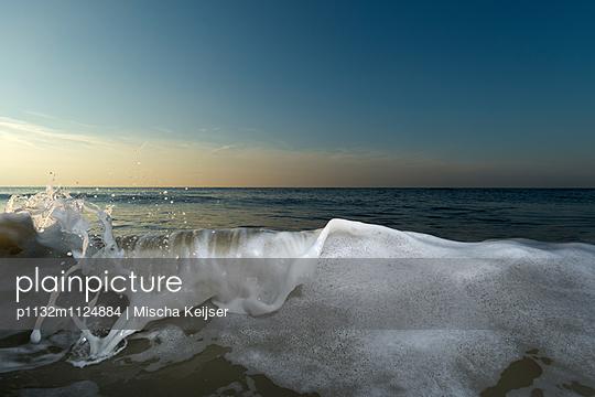 Wave detail 1 - p1132m1124884 by Mischa Keijser