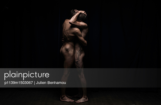 Two gay men posing naked together - p1139m1503067 by Julien Benhamou