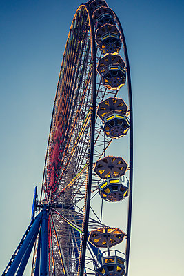 Ferris wheel - p401m1225592 by Frank Baquet