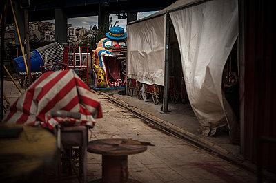 Clown face - p1007m1134888 by Tilby Vattard