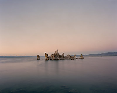 Scenic view of Tufa in Mono Lake against clear sky - p1166m1526599 by Cavan Images